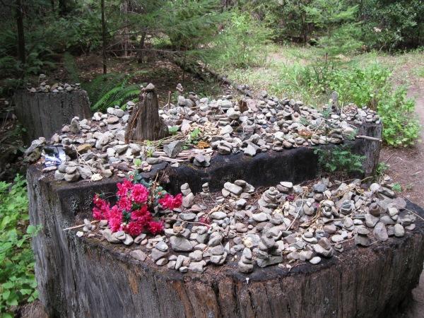 23_Mont2_memorial altar