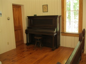25_upright piano