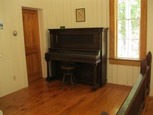 25_upright piano