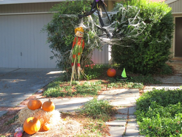 4_Halloween-pumpkins, scarecrow, cobwebs