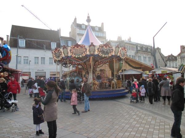 1b_Christmas_Merry-go-round